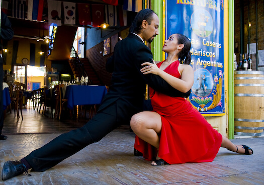 Couple-dancing-tango-buenos-aires-argentina.jpg